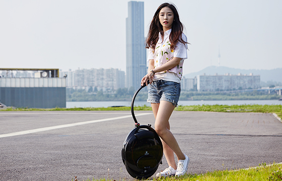 INMOTION SCV electric unicycle is a fashionable, interesting, and practical travel and entertainment tool. No matter when and where, You are advised to carefully read and follow this article safe riding precautions to avoid injuries and losses.