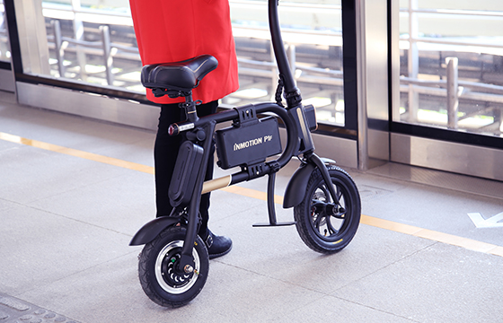 INMOTION P1F folding e bike is a kind of compact, effective and economic personal transport tool. Its fashionable and light structure design, as well as the lithium-ion power battery (high configuration) will provide you with joyful riding experience.