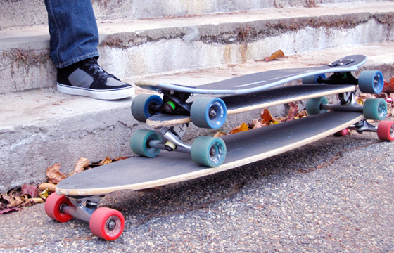 Do you really know the differences between longboarding and skateboarding? Many people may feel confused about the longboard and skateboard differences and how to choose the most suitable one for them. Now you're in the right place.
