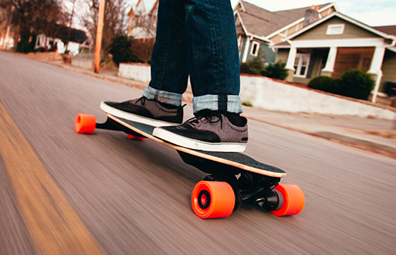 Do you know where to ride your e skateboard? On the road? On the pavement? Or in your kitchen? OK, now we will tell you the answers to the questions after much research.